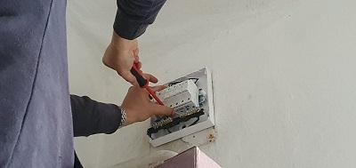 villanyszerelés-lakáselosztó-cseréje