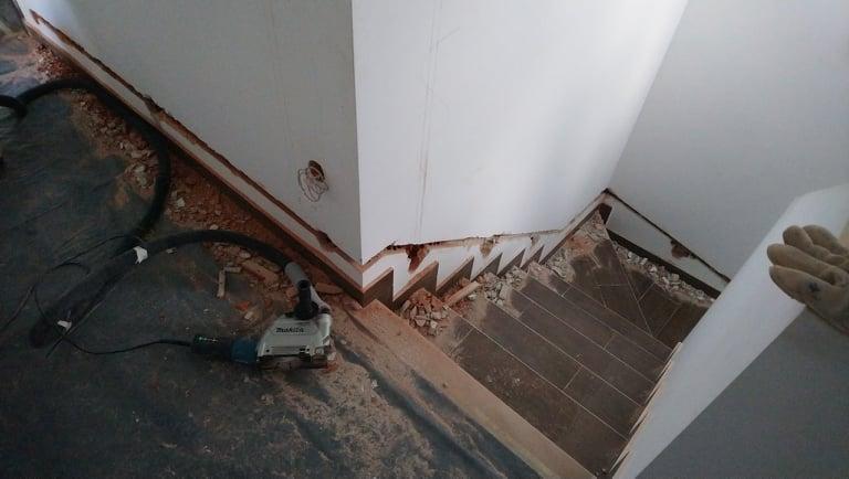 villanyszerelés-horonymarás-lépcsővilágítás